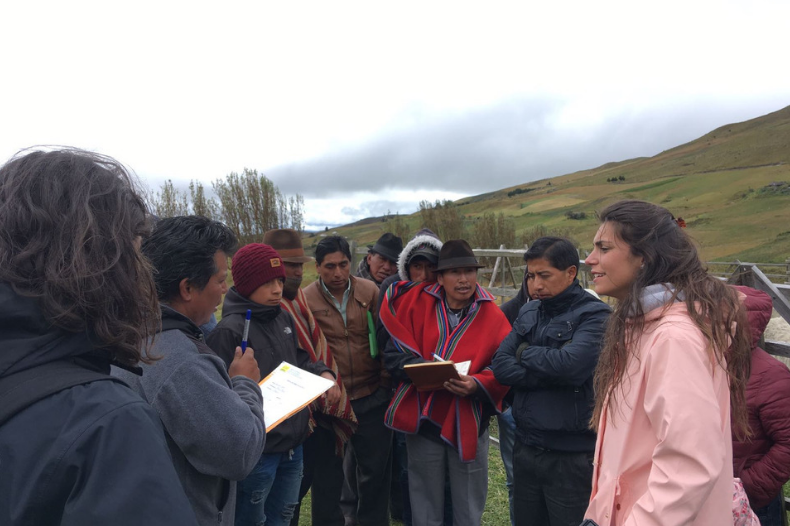 ESADE Alumni working with Bolivian farmers in the ESADE SUD Together project